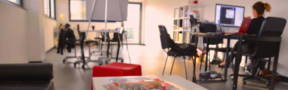 la-nouvelle-une-reseau-site-internet-blog-journaliste-chef-d-entreprise-gerante